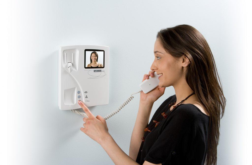 montazh domofonov elektryky 1024x669 - Монтаж домофонов